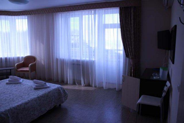 номер с двуспальной кроватью в Ейске цены